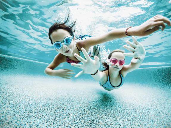 Für Kinder Ab Fünf Jahren Werden In Den Schulferien Schwimmkurse Angeboten.