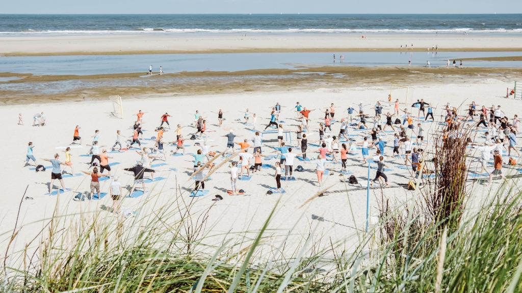 """Fit in den Tag"" am Langeooger Sportstrand"